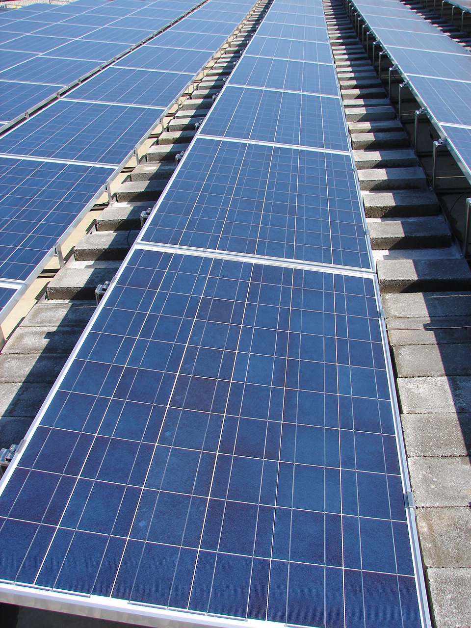 Rooftop solar farms
